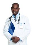 Πορτρέτο ενός χαμογελώντας αρσενικού γιατρού που κρατά ένα σημειωματάριο στο λευκό Στοκ Εικόνες