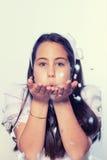 Πορτρέτο ενός μικρού κοριτσιού στην πρώτη ημέρα κοινωνίας της Στοκ φωτογραφία με δικαίωμα ελεύθερης χρήσης