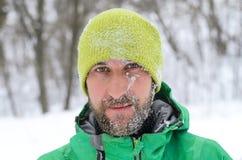 Πορτρέτο ενός όμορφου ατόμου με μια γενειάδα και mustache ένα καλυμμένο πνεύμα Στοκ φωτογραφία με δικαίωμα ελεύθερης χρήσης