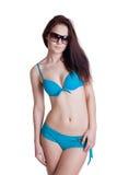 Πορτρέτο ενός όμορφου κοριτσιού brunette που φορά το μπλε μπικίνι Στοκ Εικόνα