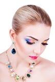 Πορτρέτο ενός όμορφου νέου κοριτσιού με το επαγγελματικό makeup Στοκ Εικόνες