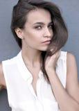 Πορτρέτο ενός όμορφου νέου μοντέλου Στοκ εικόνα με δικαίωμα ελεύθερης χρήσης