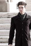 Πορτρέτο ενός όμορφου νεαρού άνδρα - ελαφριά χρώματα Στοκ Εικόνες