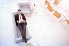 Πορτρέτο ενός ώριμου επιχειρησιακού ατόμου χαλαρώνοντας Στοκ Εικόνα