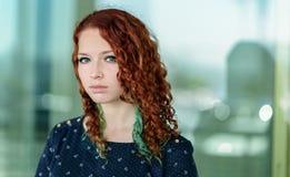 Πορτρέτο ενός redhead κοριτσιού στοκ φωτογραφία με δικαίωμα ελεύθερης χρήσης