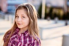 Πορτρέτο 10 ετών ευτυχών μαθητριών στοκ εικόνες με δικαίωμα ελεύθερης χρήσης
