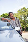 Πορτρέτο εφήβων με το νέο αυτοκίνητο στοκ φωτογραφίες με δικαίωμα ελεύθερης χρήσης