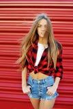 Πορτρέτο η μοντέρνη γυναίκα brunette Στοκ Εικόνες
