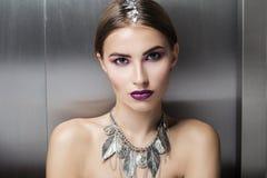 πορτρέτο διακοπών κοριτσιών μόδας ομορφιάς makeup προκλητικό κορίτσι προκλητικό Στοκ εικόνες με δικαίωμα ελεύθερης χρήσης