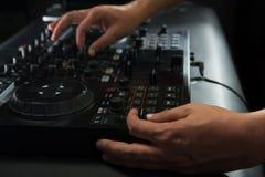 Πορτρέτο κινηματογραφήσεων σε πρώτο πλάνο αναμικτών του DJ Στοκ Εικόνα