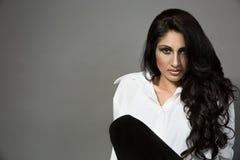 Πορτρέτο κινηματογραφήσεων σε πρώτο πλάνο μιας νέας ινδικής γυναίκας Στοκ Φωτογραφία