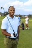 Πορτρέτο κινηματογραφήσεων σε πρώτο πλάνο του αθλητικού αρσενικού παίκτη γκολφ στοκ εικόνες με δικαίωμα ελεύθερης χρήσης
