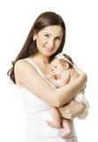 Πορτρέτο κοριτσάκι μητέρων, γυναίκα που κρατά το νεογέννητο παιδάκι Στοκ εικόνα με δικαίωμα ελεύθερης χρήσης