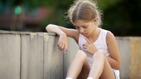 πορτρέτο κοριτσιών λυπημέν απόθεμα βίντεο