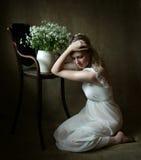 πορτρέτο κοριτσιών που κά&the Στοκ εικόνες με δικαίωμα ελεύθερης χρήσης
