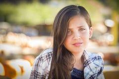 Πορτρέτο κοριτσιών Preteen στο μπάλωμα κολοκύθας Στοκ φωτογραφία με δικαίωμα ελεύθερης χρήσης