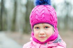 Πορτρέτο λίγου λυπημένου κοριτσιού υπαίθριου Στοκ φωτογραφίες με δικαίωμα ελεύθερης χρήσης