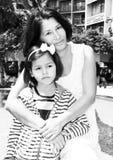 Πορτρέτο μιας γιαγιάς με την εγγονή της στοκ φωτογραφίες
