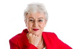Πορτρέτο μιας γκρίζας μαλλιαρής ανώτερης επιχειρησιακής γυναίκας που απομονώνεται στο μόριο Στοκ φωτογραφία με δικαίωμα ελεύθερης χρήσης