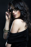 Πορτρέτο μιας γυναίκας στα σύγχρονα γυαλιά Στοκ φωτογραφίες με δικαίωμα ελεύθερης χρήσης