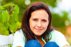 Πορτρέτο μιας γυναίκας στη φύση Στοκ Εικόνα