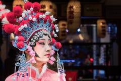 Πορτρέτο μιας γυναίκας yound που ντύνεται Sichuan στο παραδοσιακό κοστούμι οπερών στοκ φωτογραφία