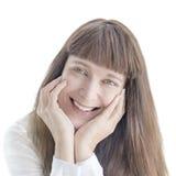 Πορτρέτο μιας ευτυχούς μέσος-ενήλικης γυναίκας, που απομονώνεται στοκ φωτογραφίες