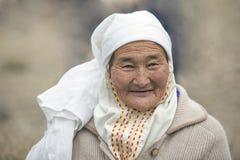 Πορτρέτο μιας ηλικιωμένης μογγολικής γυναίκας στοκ φωτογραφία