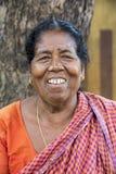 Πορτρέτο μιας ινδικής ηλικιωμένης ανώτερης φτωχής γυναίκας με το saree στοκ φωτογραφίες με δικαίωμα ελεύθερης χρήσης