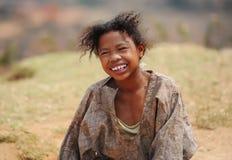 Πορτρέτο μιας μη αναγνωρισμένης χαμογελώντας γυναίκας στη Μαδαγασκάρη _ Στοκ εικόνα με δικαίωμα ελεύθερης χρήσης