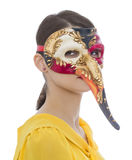 Πορτρέτο μιας νέας γυναίκας με μια μακροχρόνια μάσκα μύτης Στοκ εικόνα με δικαίωμα ελεύθερης χρήσης