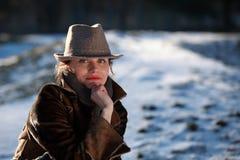 Πορτρέτο μιας νέας γυναίκας με το καπέλο Στοκ φωτογραφίες με δικαίωμα ελεύθερης χρήσης
