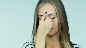 Πορτρέτο μιας νέας γυναίκας: ποιος έχει έναν πονοκέφαλο φιλμ μικρού μήκους