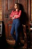 Πορτρέτο μιας νέας γυναίκας σε ένα εστιατόριο στοκ φωτογραφίες με δικαίωμα ελεύθερης χρήσης