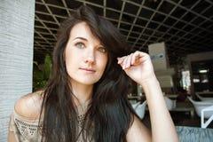 Πορτρέτο μιας νέας γυναίκας Στοκ εικόνες με δικαίωμα ελεύθερης χρήσης