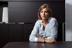 Πορτρέτο μιας νέας επιχειρησιακής γυναίκας Στοκ Φωτογραφίες