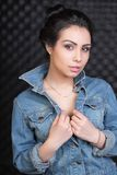 Πορτρέτο μιας νέας καλής γυναίκας στοκ εικόνες με δικαίωμα ελεύθερης χρήσης