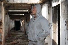 Πορτρέτο μιας τοποθέτησης ατόμων στις καταστροφές Abondend Στοκ φωτογραφίες με δικαίωμα ελεύθερης χρήσης