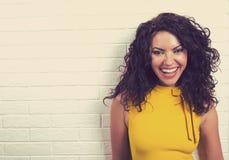 Πορτρέτο μιας χαμογελώντας γυναίκας Στοκ Εικόνες