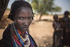 Πορτρέτο μιας όμορφης γυναίκας από τη φυλή Arbore, κοιλάδα Omo Στοκ Εικόνες