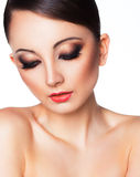 Πορτρέτο μιας όμορφης γυναίκας με ένα γοητευτικό αναδρομικό makeup Στοκ Φωτογραφίες