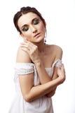 Πορτρέτο μιας όμορφης γυναίκας που απομονώνεται στο λευκό στοκ φωτογραφία