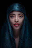 Πορτρέτο μιας όμορφης γυναίκας στο paranja Στοκ Φωτογραφίες