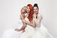 Πορτρέτο μιας όμορφης γυναίκας τρία στο γαμήλιο φόρεμα Στοκ Φωτογραφία