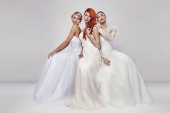 Πορτρέτο μιας όμορφης γυναίκας τρία στο γαμήλιο φόρεμα Στοκ Εικόνες