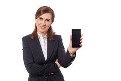 Πορτρέτο μιας όμορφης επιχειρηματία 50 αυτιά παλαιά με το κινητό τηλέφωνο που απομονώνεται στο λευκό Στοκ Εικόνα