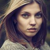 Πορτρέτο μιας όμορφης κινηματογράφησης σε πρώτο πλάνο κοριτσιών Στοκ φωτογραφία με δικαίωμα ελεύθερης χρήσης