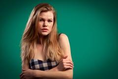 Πορτρέτο μιας όμορφης νέας καυκάσιας γυναίκας στοκ φωτογραφία
