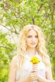 Πορτρέτο μιας όμορφης νέας ξανθής γυναίκας Στοκ φωτογραφία με δικαίωμα ελεύθερης χρήσης