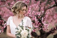 Πορτρέτο μιας όμορφης ξανθής νύφης Στοκ Φωτογραφίες